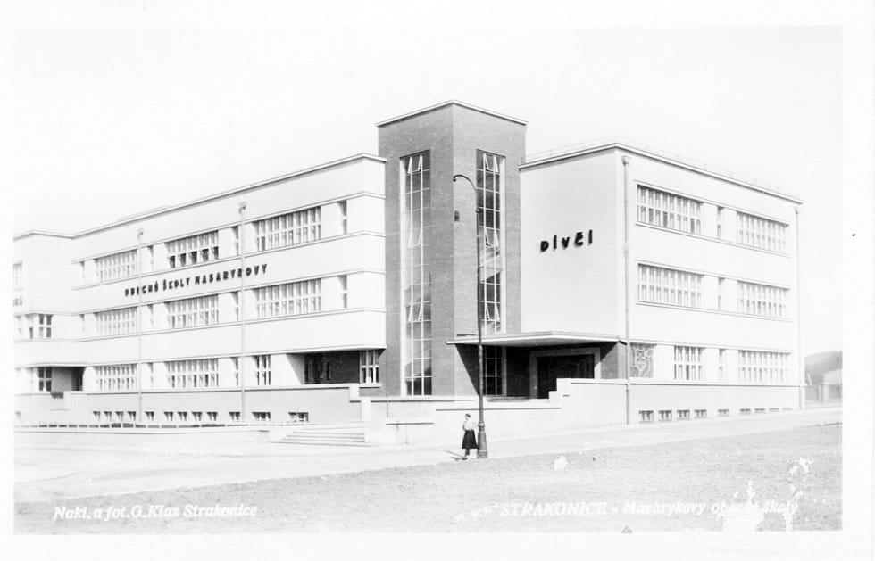 Budova školy v době, kdy nesla název Obecné školy Masarykovy| Foto: strakonice.masi.cz